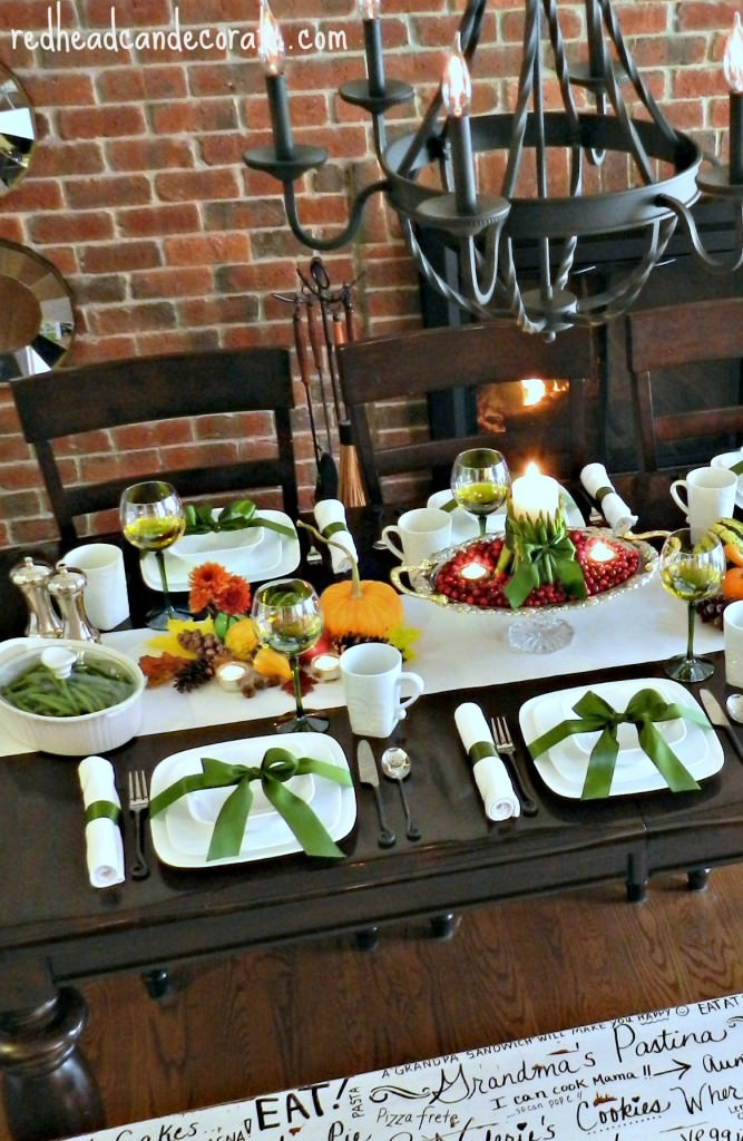Green Themed Thanksgiving Table w: Doodled Bench-Simply Gorgeous #green #decor #Thanksgiving