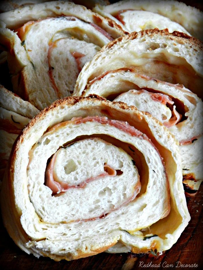 Yummy Breakfast Bread Recipe (cheese & ham)