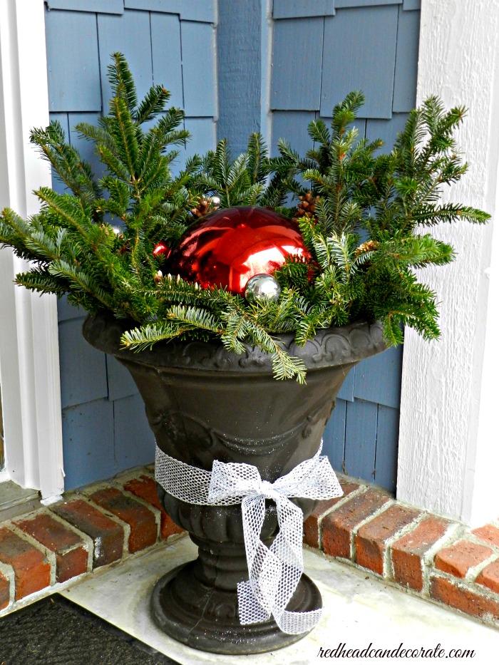 gazing-ball-christmas-urn