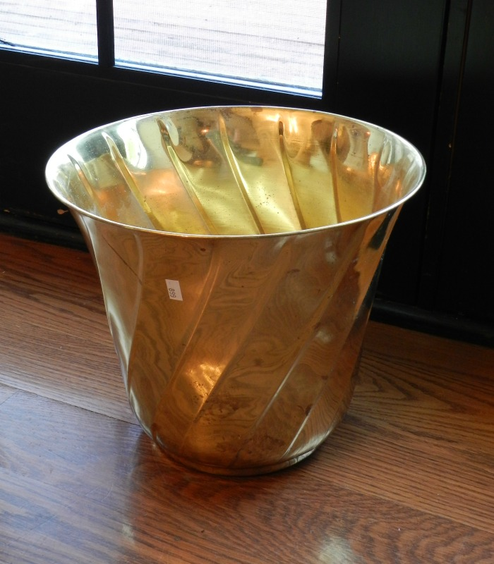 This dated brass pot makeover is genius!