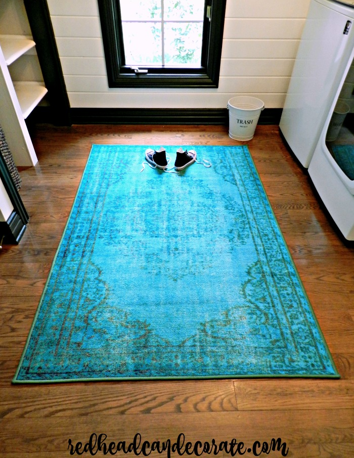 This vintage turquoise rug in this laundry room makeover is so gorgeous!