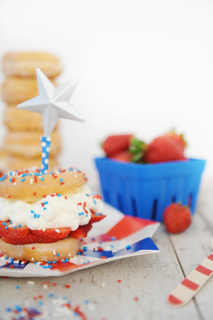 Oh yum! Check out these yummy patriotic desserts that sound simple to make!