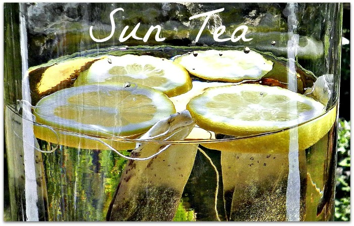 Very simple sun tea recipe from redheadcandecorate.com.