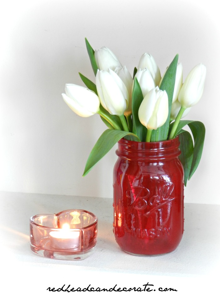 Did you know you can paint a jar or vase with nail polish? The Ruby Red Nail Polish Painted Jar turned out so adorable!