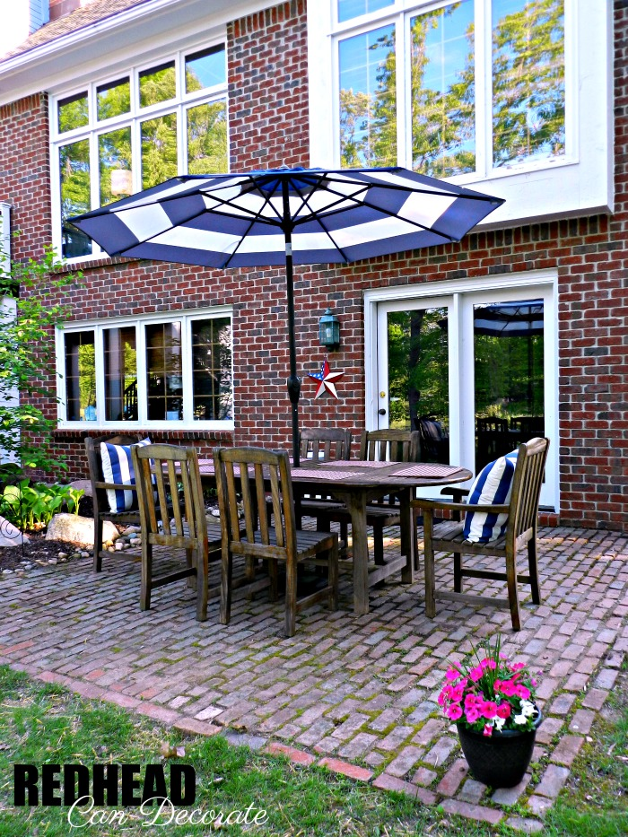 Michigan Mom updates here brick patio with just a few steps. This brick patio makeover is a must see!