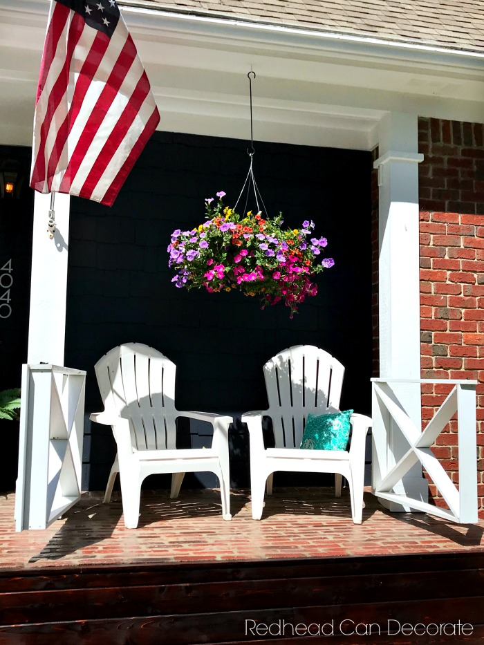 This DIY Farmhouse Criss Cross Gate took this home's curb appeal to the next level! Husband and wife duo have transformed their entire home.